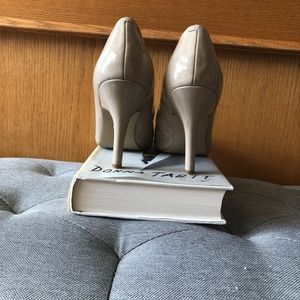 Nine West Shoes - Nine West nude heels